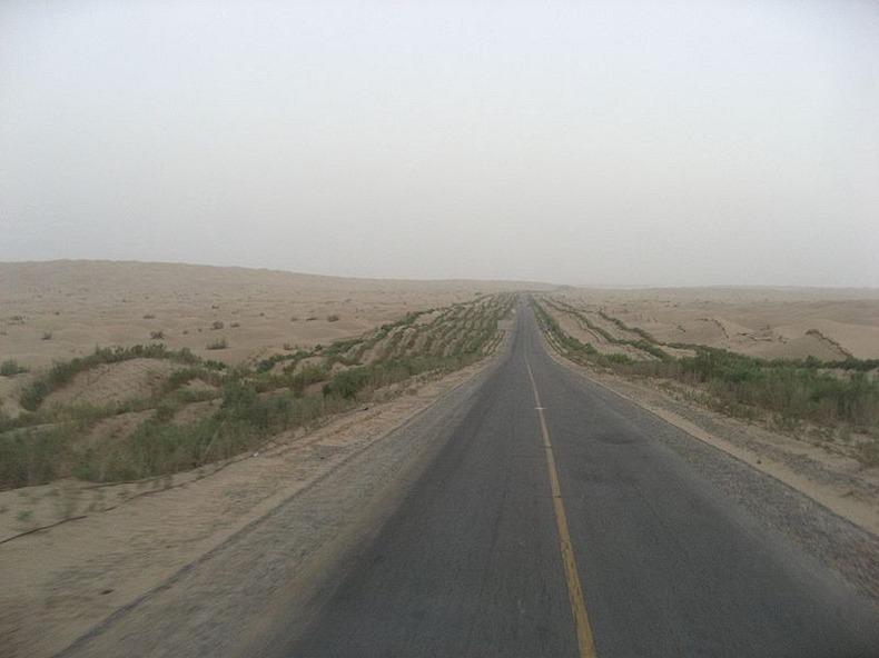 tarim-desert-highway-11
