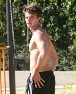 patrick-schwarzenegger-shirtless-run-30