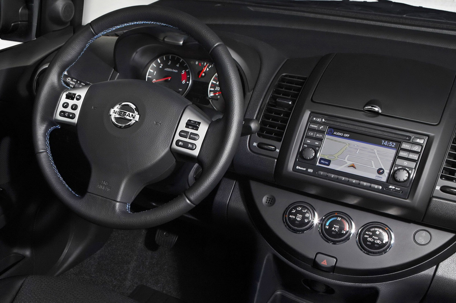2012 nissan note receives modest updates for new model year new cars. Black Bedroom Furniture Sets. Home Design Ideas