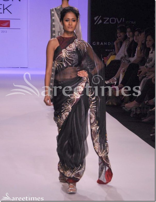 Farah_Firdos_Black_Saree