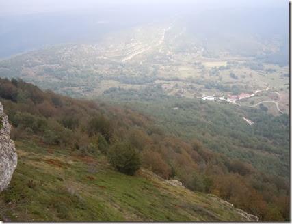 Vistas a Huidobro (Burgos) y su hayedo desde  Peña Otero (1.203m)