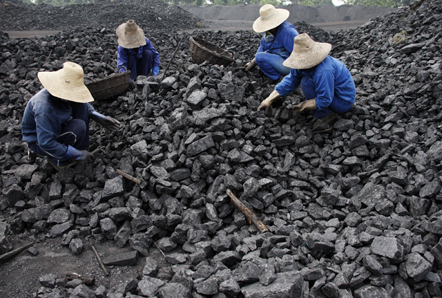 Workers in China harvest coal. blogs.ft.com