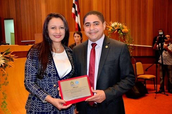prefeita Vete recebe placa de comenda do deputado Zé Inácio