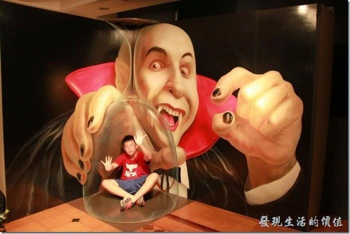 日本北九州-豪斯登堡。超級錯覺藝術館:個人推薦這個小品的遊樂空間。這裡有許多驚奇有趣的錯覺藝術,而且還鼓勵遊客拍照留念。