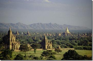 800px-Bagan,_Burma