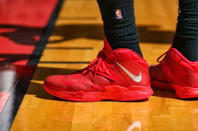 lebron james nba 140129 mia vs okc 24 King James Debuts New Nike LeBron 11 PE for One Quarter