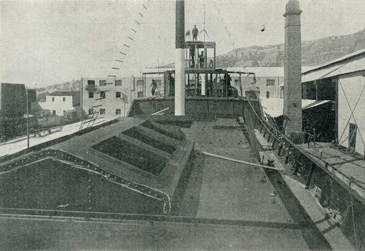 Vista de la cubierta -desde popa- del OLESA. De la revista CATALUNYA MARITIMA. 10 marzo 1919.jpg