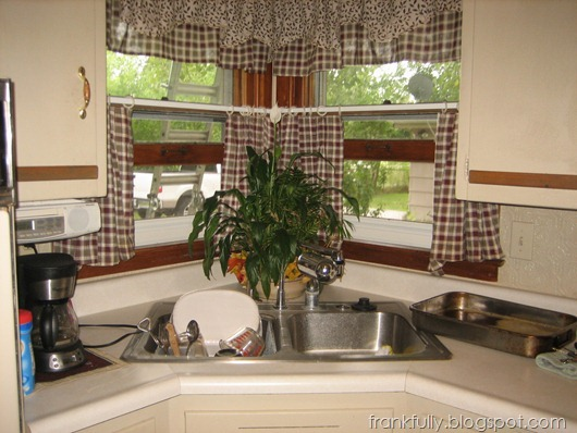 """The kitchen at the home inspection, """"before"""""""