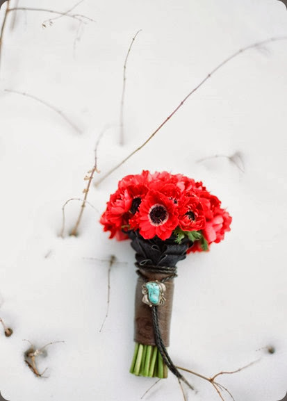 anemone mammoth_wedding_lane_dittoe_bouquet_23ed53e3875ch8dvg elegant by design