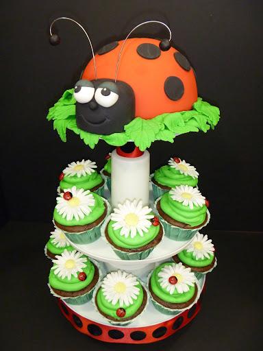 Cake Decorating Ideas Ladybugs : Late Summer Ladybug Cake and Cupcakes Sweet Dreams Cake ...