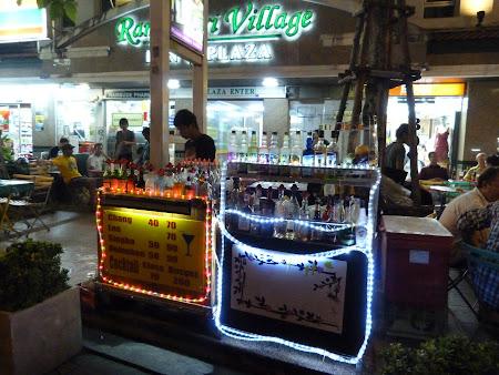 Bar cu cocktailuri pe Khao San Bangkok.JPG