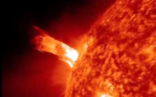 matahari meletus