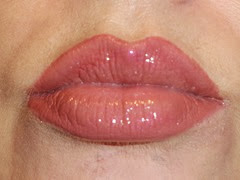 lip look wearing Urban Decay Naked On The Run lipgloss in Sesso