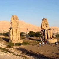 28.- Colosos de Memnon