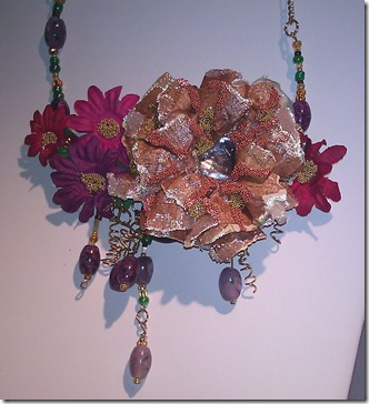 Steph Flower Necklace close