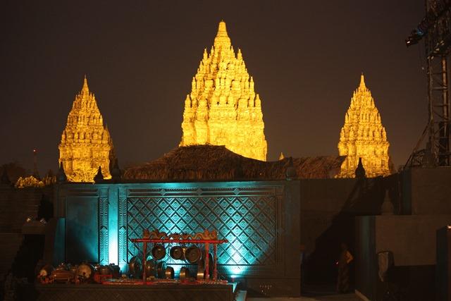 Prambanan Ramayana ballet, decor