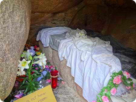 8-in-the-tomb