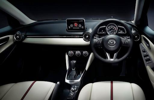 2015-Mazda2-Demio-21.jpg