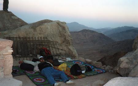 Imagini Egipt: dorm sub cerul liber pe varful Moise