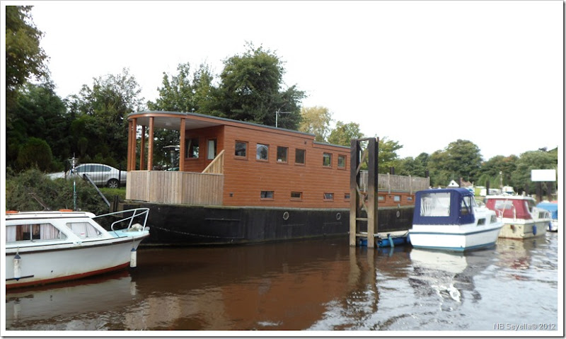 SAM_3466 Houseboat