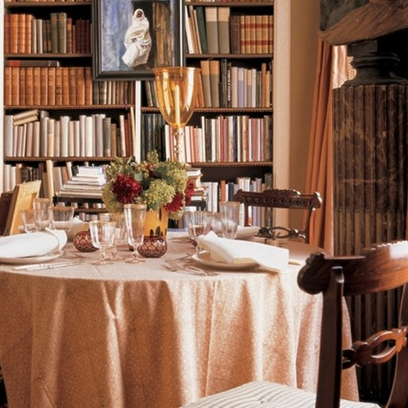 Reading or dining?