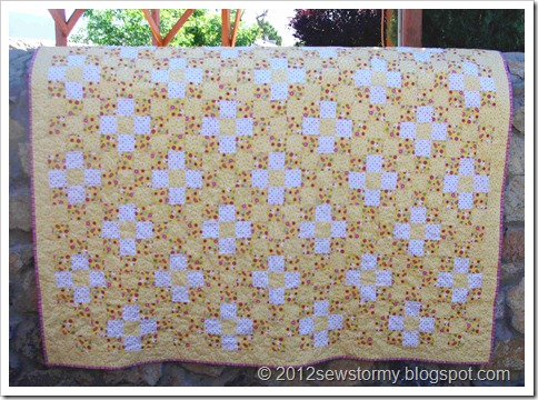 Daisy Buttons Quilt Full