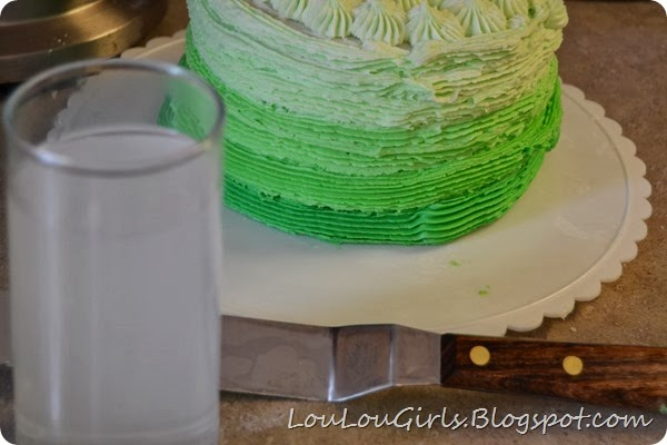 How-to-frost-an-ombre-cake (14)