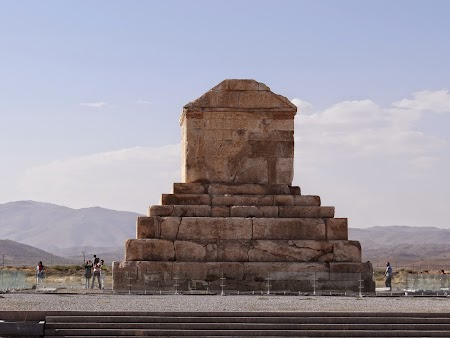 30. Mormantul lui Cirus cel Mare.JPG