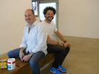 José Luis Anzizar y Fernando Entín, acondicionando la galería para una muestra