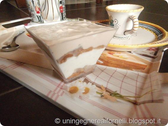 finto tiramisù tiramisu caffè vaniglia coffee vanilla dessert dolce al cucchiaio yogurt senza uova pere peas