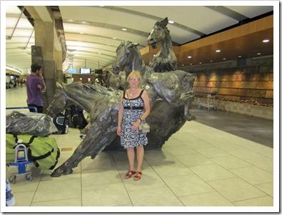 20120903_calgary-airport-horses_003