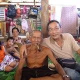 写真3  ルマ・ウガールの村長ウガール氏(左)とロギー氏(右) / Photo 3: The headman of Rh. Ugal, Mr. Ugal (left) and Mr. Logie Seman (right)