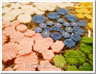 cupcakes with flowers 050a