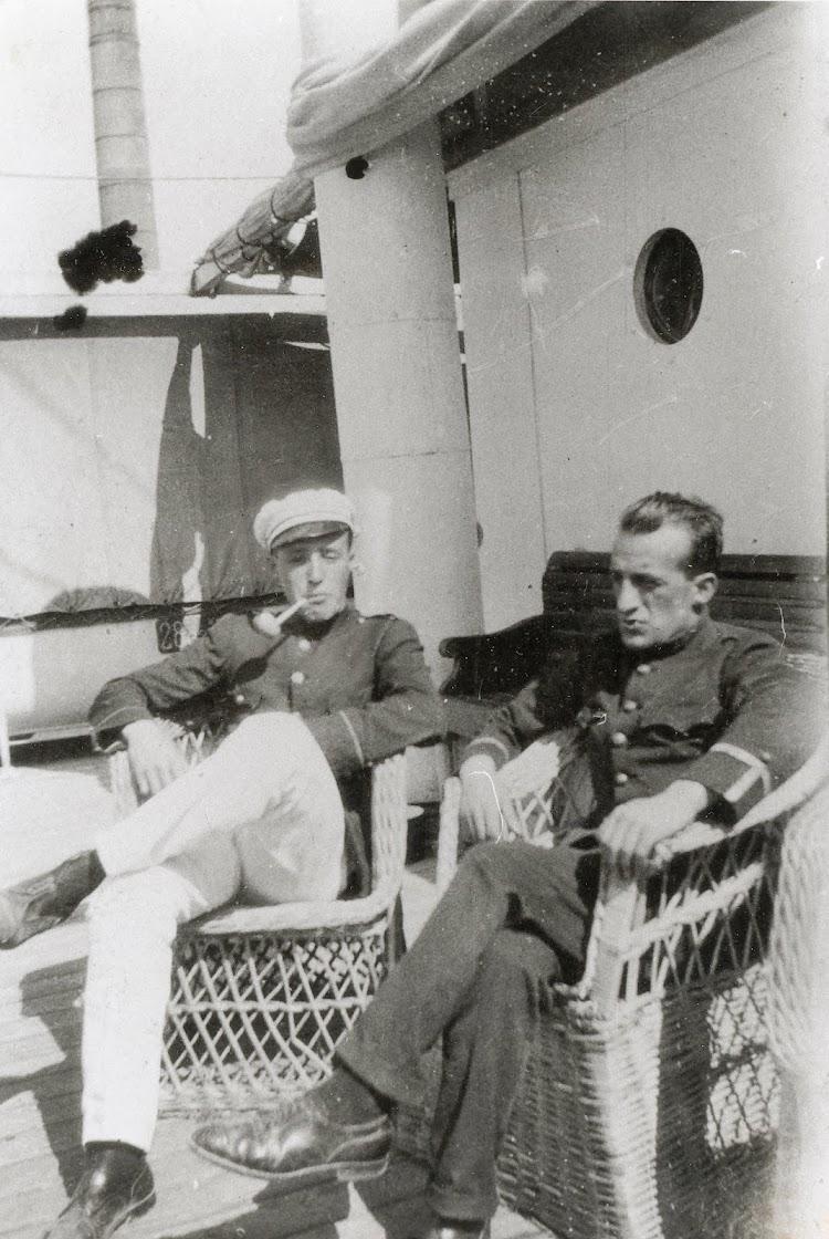 Fernando Arranza, que fuera Director del Museu Maritim, a bordo de un buque indeterminado. Foto del Centre de Documentaçio Maritima del Museu Maritim de Barcelona.jpg