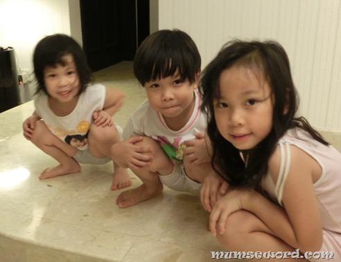 Singapore girls peeing