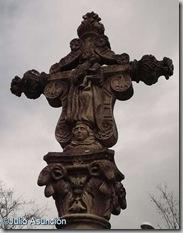 Crucero junto al cementerio de Pamplona