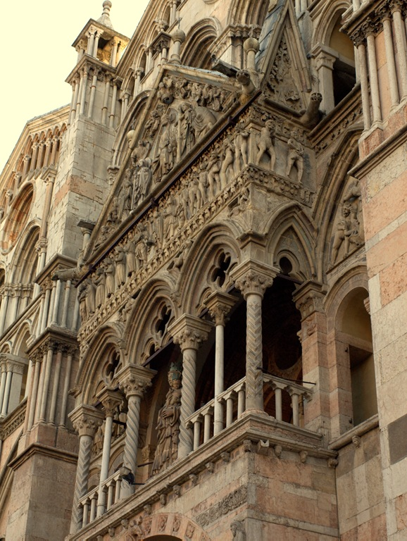 Cattedrale San Giorgio, dettaglio protiro, Ferrara, Italy - St George Cathedral front details, Ferrara, Italy - property and copyright by www.fedetails.net