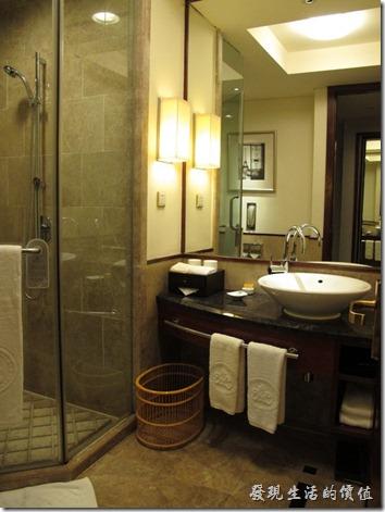 惠州-康帝國際酒店。客房的浴室採用乾濕分離的設備,好像沒有浴缸,有點忘記了,馬桶也不是免治型的。