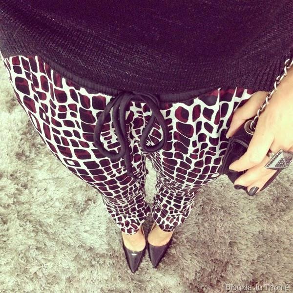 look tricô preto e calça pijama estampada (1)