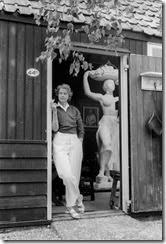Pallandt en la puerta desu taller en Amsterdam - 1956 - 1957
