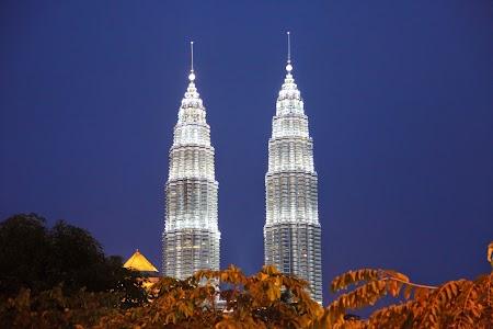 01. Turnurile Petronas.JPG