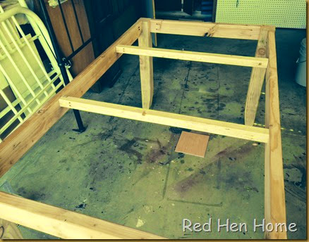 Red Hen Home table base
