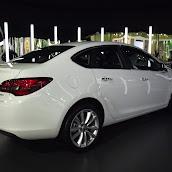 2013-Opel-Astra-Sedan-2.jpg