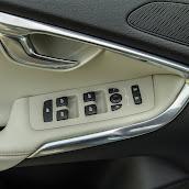 2013-Volvo-V40-New-48.jpg