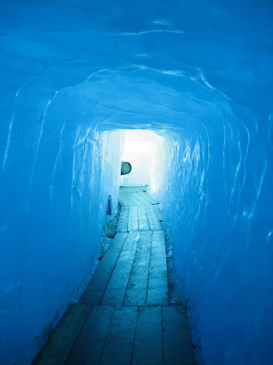 Passage cut into the glacier