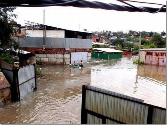 happy-flood-people-13