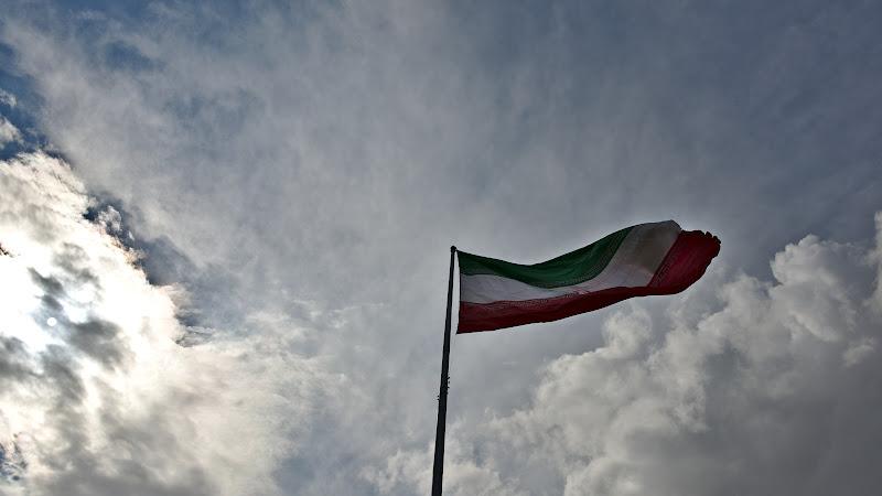 Welcome to Iran, cu zic foarte multi iranieni spontan pe strada.
