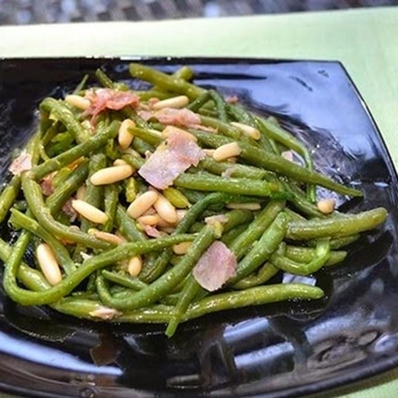 Πράσινα φασόλια  σωτέ με κουκουνάρι