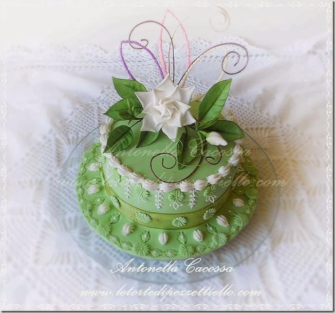 Torta verde con gardenia