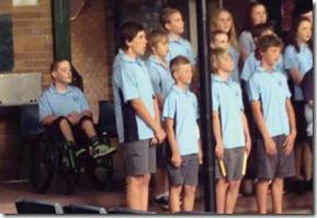 NOT-escola-esconde-aluno-com-deficiencia-em-foto-de-formatura-e-pais-ficam-revoltados1356439371